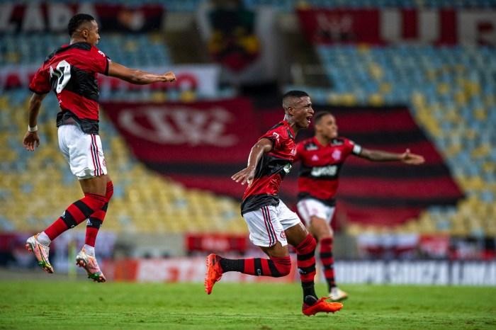 Flamengo supera Resende e assume liderança do Carioca