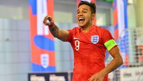 Brasileiro é 1º estrangeiro a ser capitão em seleção inglesa