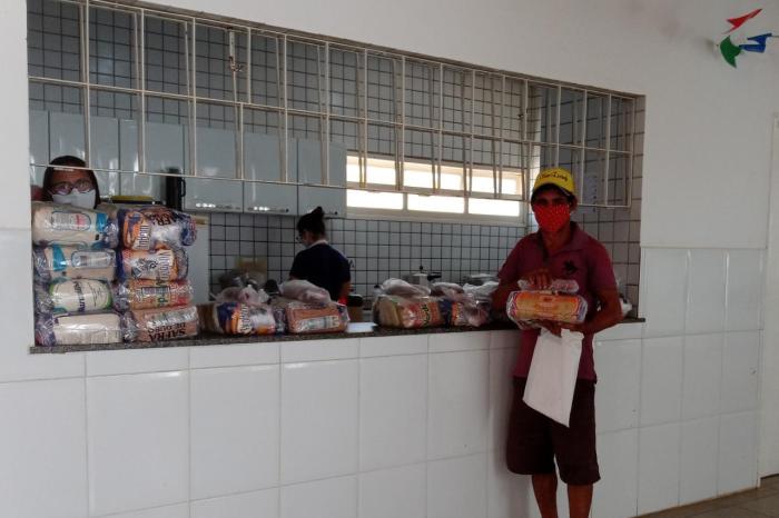 Secretaria de Educação de Monteiro entrega kits nutricionais e atividades pedagógicas