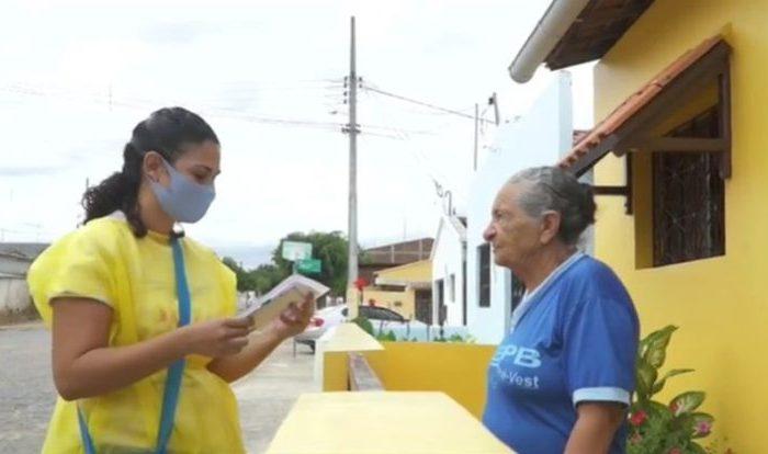 'Correio Carinhoso': projeto faz entrega de cartas para idosas durante o isolamento social