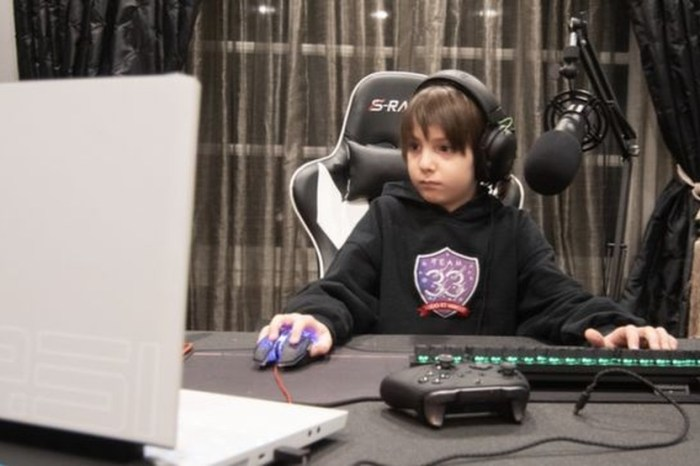 Aos 8 anos, garoto é profissional de Fortnite com contrato de R$ 186 mil