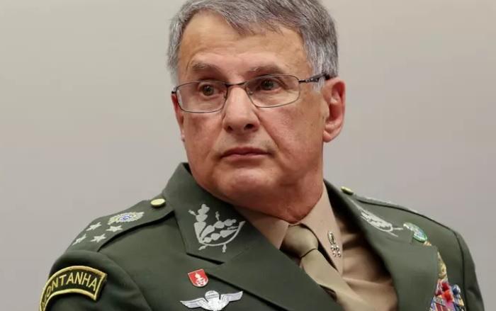 Comandante do Exército convoca reunião com alto comando