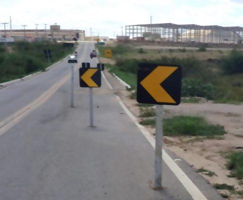 Buraco na pista leva risco a motoristas em Monteiro