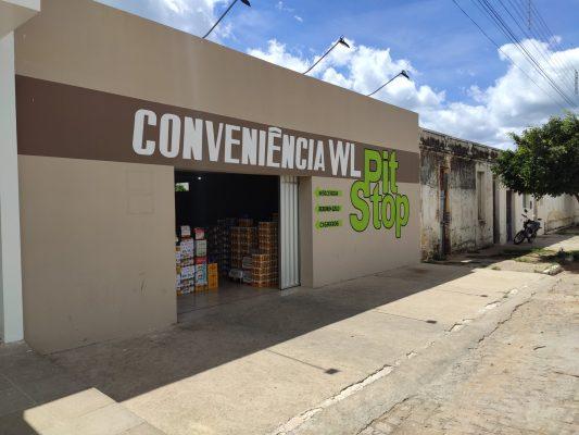 Bandidos furtam bebidas e cigarros em loja de conveniência no centro de Monteiro