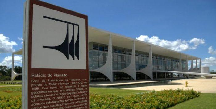 MOÍDOS DA REDAÇÃO: Presidência da República vai gastar R$ 361 mil em flores para solenidades