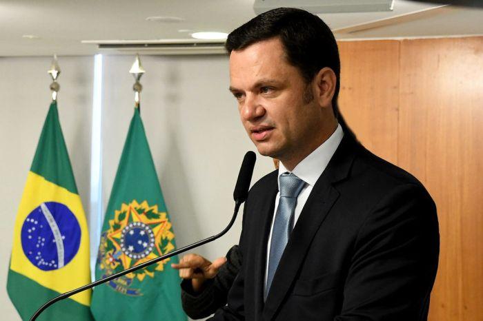 Novo ministro da Justiça toma posse e troca diretor da PF