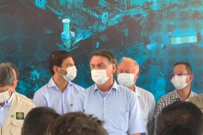Bolsonaro chama jornalista de 'idiota' durante visita à Bahia