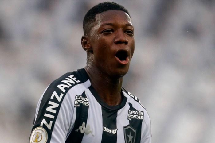 Fluminense tenta atacante, mas Botafogo emperra negócio