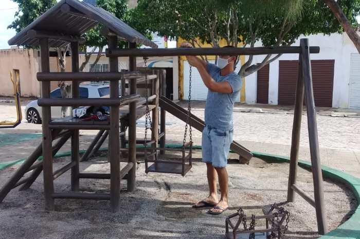 Secretaria de Infraestrutura de Monteiro realiza manutenção em parquinhos, garantindo conforto para as crianças