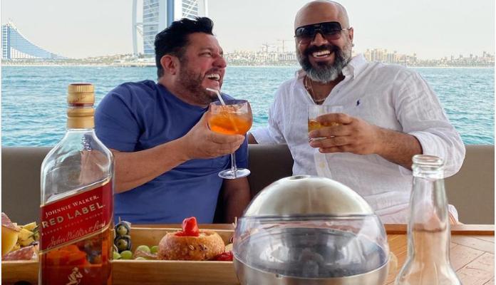 Cantor da dupla Bruno e Marrone posta fotos em Dubai com procurado por golpe milionário com bitcoin