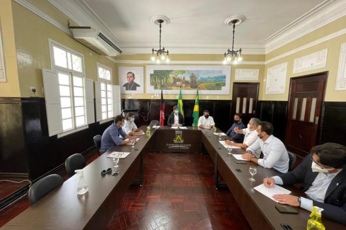 Pedro discute com prefeito de CG e Sudene tecnologias para transformar resíduos sólidos em produtos sustentáveis