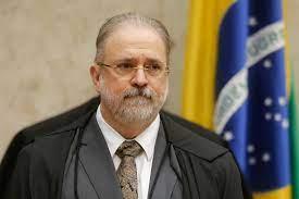 Aras diz ao STF que não vai investigar Bolsonaro por uso de lei da ditadura
