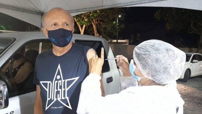 Secretário de Saúde da PB, Geraldo Medeiros recebe 2ª dose contra Covid-19