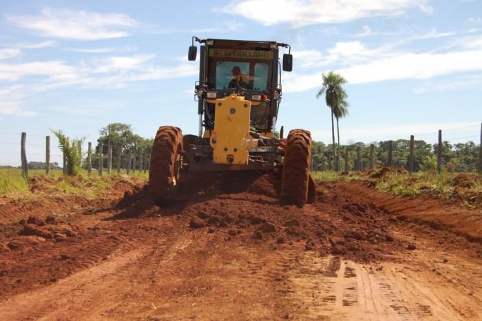 MONTEIRO: Secretaria de Agricultura envia maquinário e atende o Garapa e outras comunidades