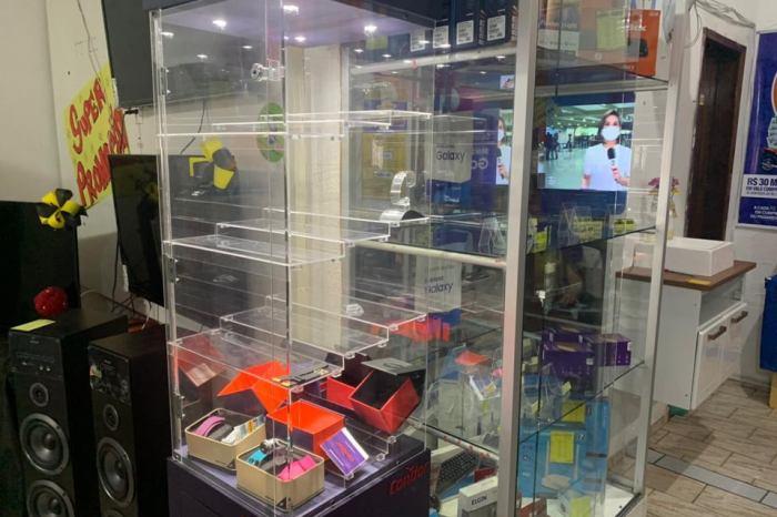 Bandidos assaltam loja da Moveletro em Serra Branca e levam diversos produtos