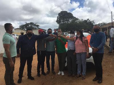 Prefeito Márcio Leite entrega veículo 0km para comunidade do Quaty