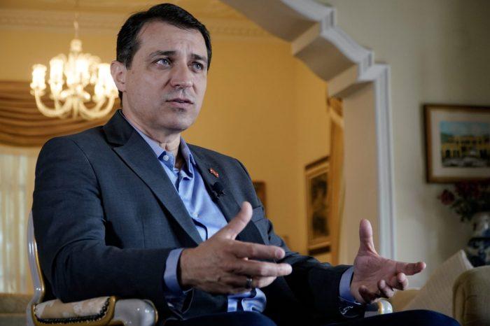 Governador afastado de SC volta ao cargo após ser absolvido em impeachment