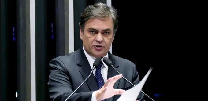 EM ATIVIDADE: Cássio Cunha Lima debate Constituição e Pacto Federativo com estudantes de Direito