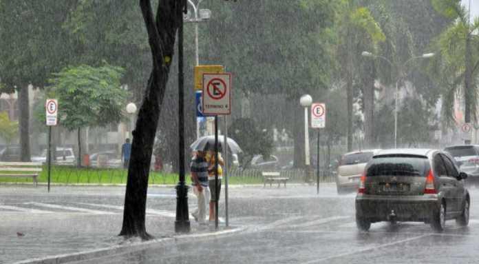 Inmet renova alerta vermelho de acúmulo de chuvas para 38 cidades da Paraíba