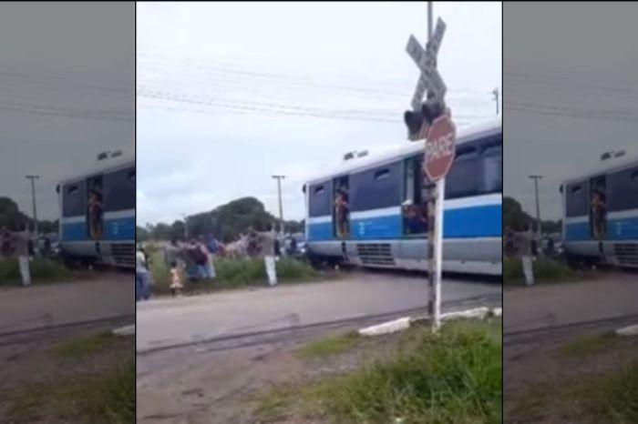 Trem colide com carro na via férrea do Jacaré, em Cabedelo
