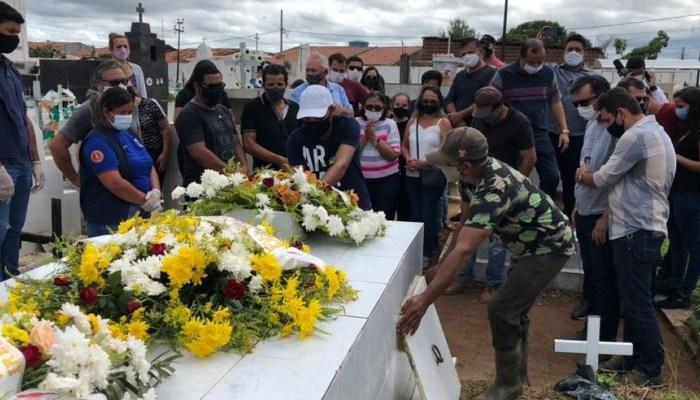 Corpo de Gael, menino de 3 anos morto em SP, é enterrado em Prata sob forte comoção