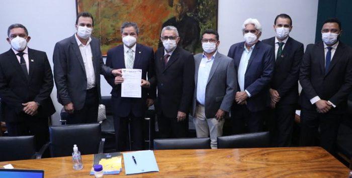 CANDIDATURA AO SENADO: Seis prefeitos declaram apoio ao deputado Efraim Filho
