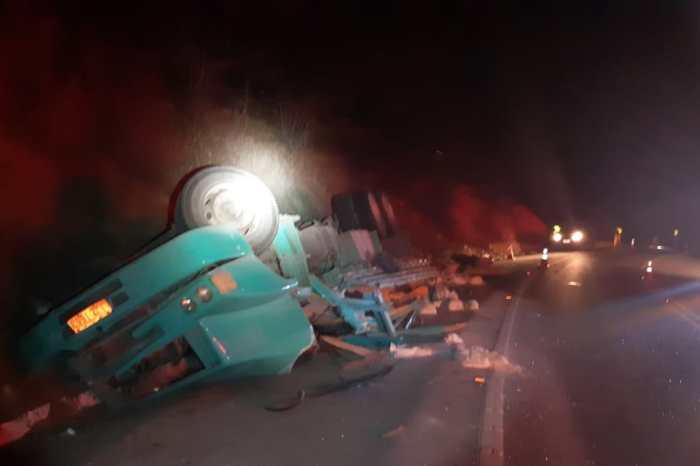 Motorista de caminhão morre após veículo tombar na Serra de Santa Luzia