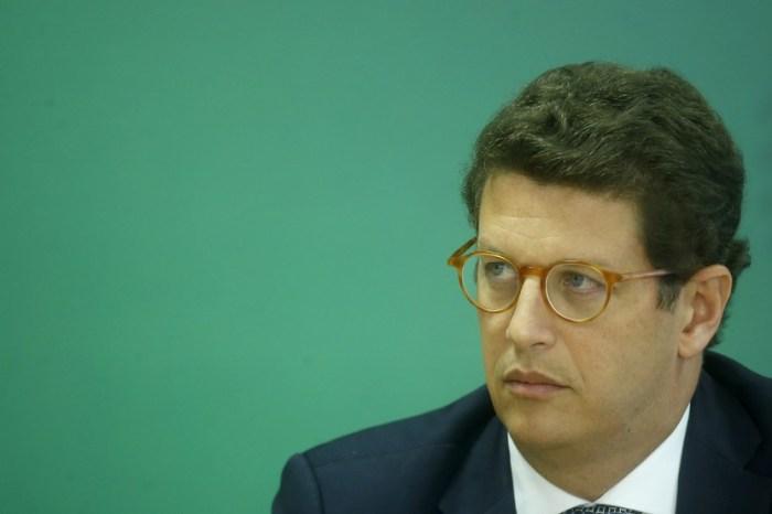 Aras pede para Alexandre de Moraes deixar inquérito contra Salles; ministro do STF nega