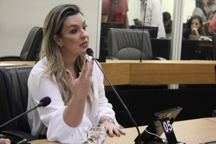 Camila sugere critérios como idoneidade e formação acadêmica compatível com cargo para contratações de servidores públicos