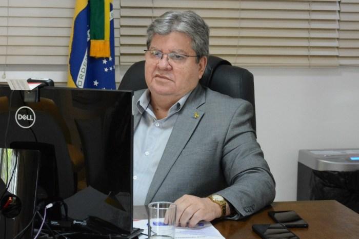 João Azevêdo anuncia o primeiro voo comercial para o Sertão da Paraíba