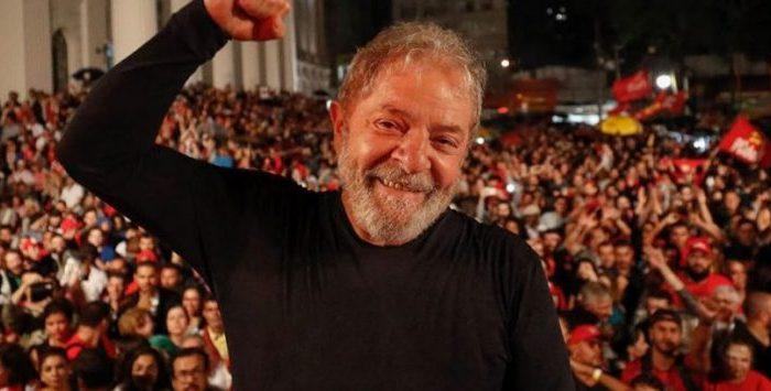 Lula desembarca em Pernambuco para iniciar articulação política no Nordeste