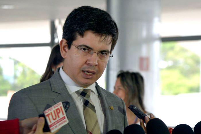 CPI acionará a PGR na segunda para pedir investigação de Bolsonaro, diz Randolfe