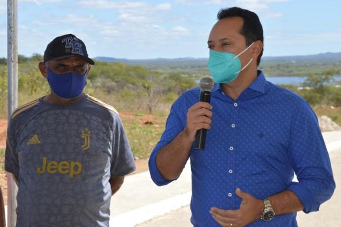 SUMÉ: prefeito Éden inaugura pavimentação com calçadas e rampas de acessibilidade