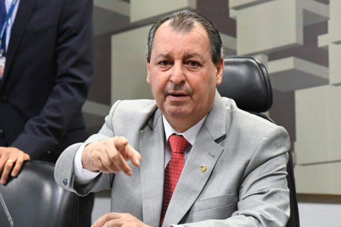 Bolsonaro deveria dar o exemplo e se vacinar, diz presidente da CPI