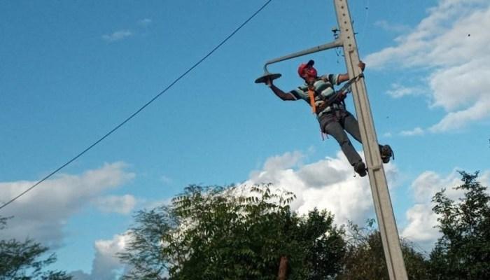 """""""MAIS LUZ NO CAMPO"""": Programa atende 69 famílias de 14 comunidades rurais em Monteiro"""