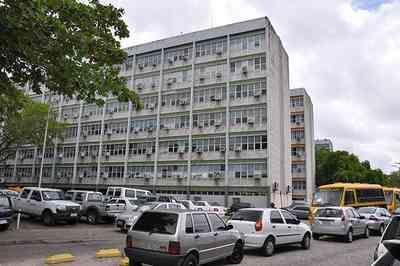 Governo da PB notifica servidores por acúmulo de cargos e anuncia bloqueio salarial