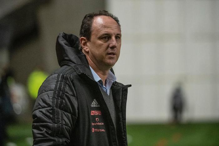 Ceni é diagnosticado com Covid-19 e comando do Flamengo fica com Maurício Souza