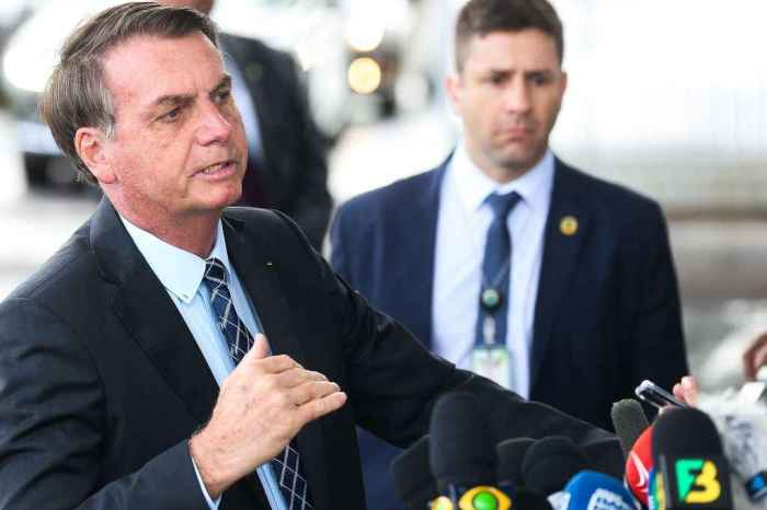 Bolsonaro diz que fundo eleitoral é responsabilidade de Ramos; deputado responde