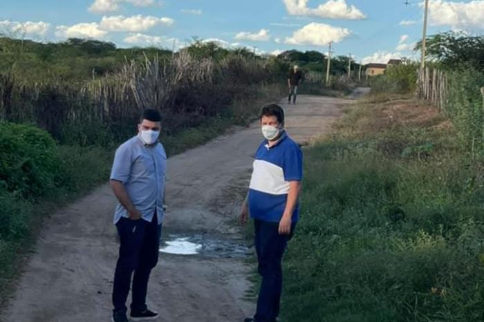 Em Ouro Velho, prefeito Dr. Augusto anuncia construção de mais uma passagem molhada na zona rural