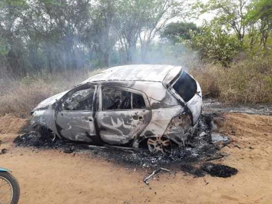 Corpo é encontrado carbonizado em carro incendiado na zona rural de Monteiro