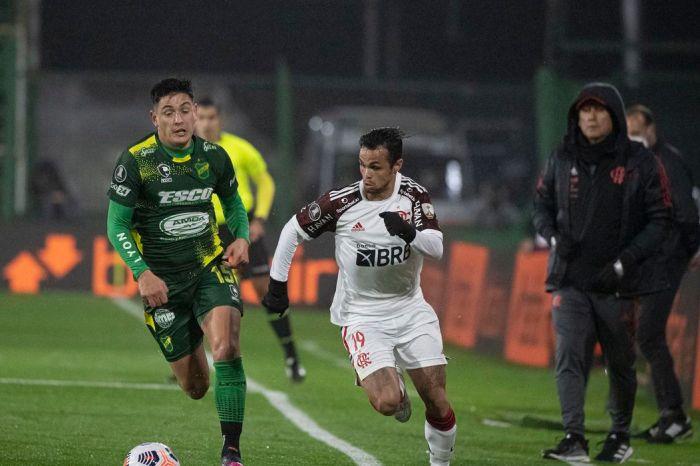Flamengo supera Defensa y Justicia na estreia de Renato Gaúcho