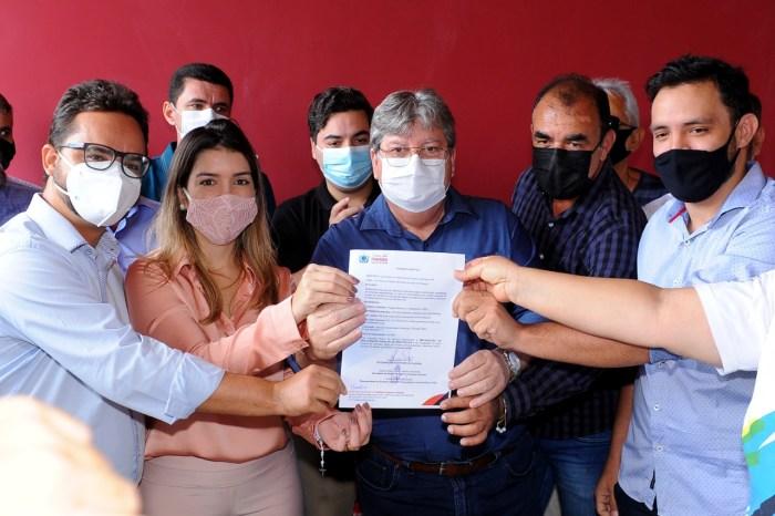 Investimentos: prefeita Anna Lorena recepciona governador e diversos prefeitos caririzeiros
