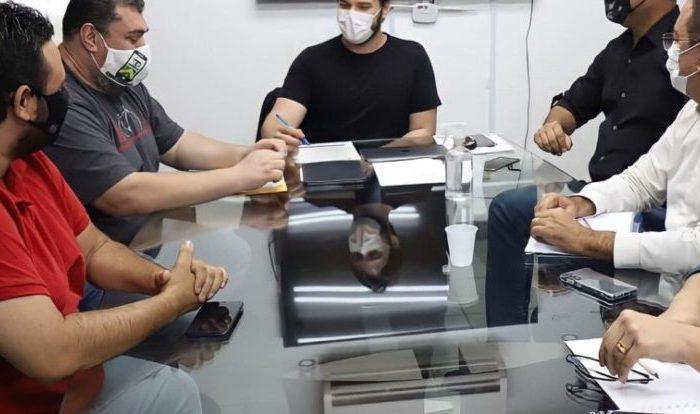 Bruno anuncia vacinação de motoristas de aplicativo em Campina Grande