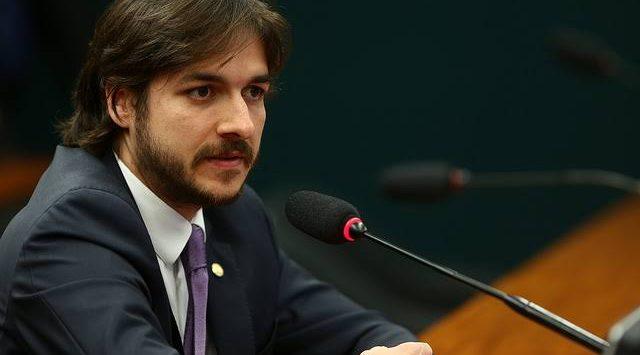 """Pedro Cunha Lima é contra destituição de Bolsonaro: """"desestabilizaria o país"""""""