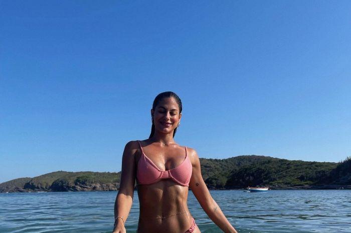 Ex-BBB Mari Gonzalez posa de biquíni e recebe elogios