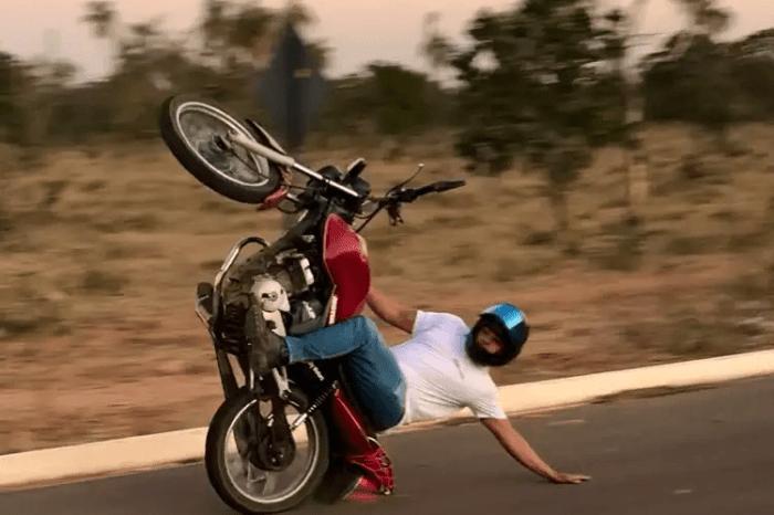 Motociclista atropela idoso ao empinar moto na BR-110 em Monteiro