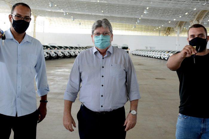 João Azevêdo entrega 178 veículos destinados às gerências regionais de Saúde, Hemocentro e hospitais