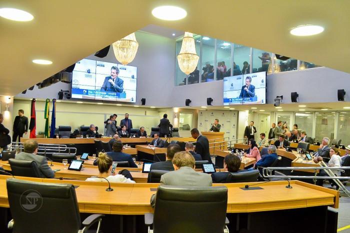 ALPB aprova votos de aplausos ao jornalista Marcos Wéric e a nova diretoria da API