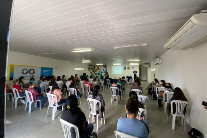 Merendeiras da Rede Municipal de Ensino de Monteiro participam de capacitação