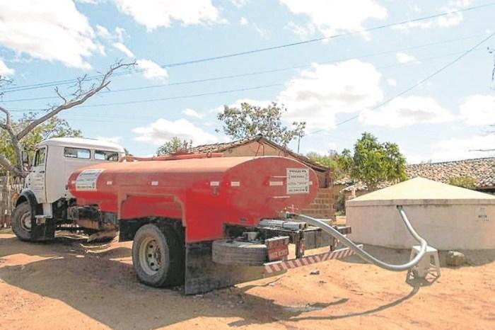 Secretaria de agricultura de Monteiro atende demandas na zona rural e urbana nesta terça